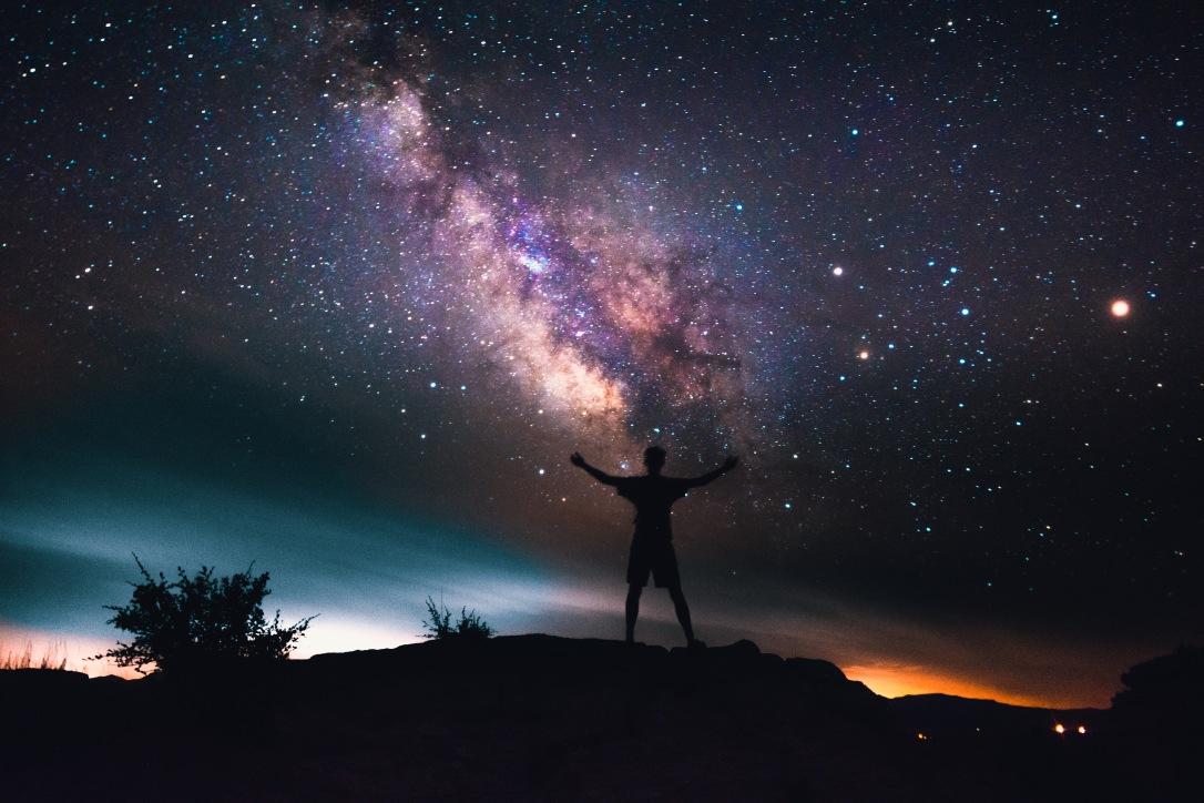 man-looking-up-at-stars-milky-way-and-galaxy